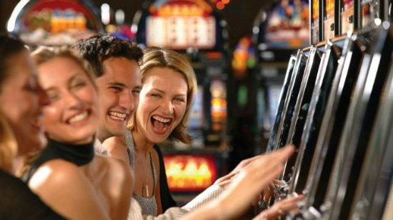 Kaksi pelaajaa keksivät tavan voittaa miljoonia videopokeri pelikoneesta! Osa 4